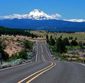 Road and mountains on Bend Breakaway tour