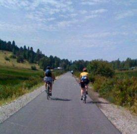 Bikers on the International Selkirk Loop Bike Tour