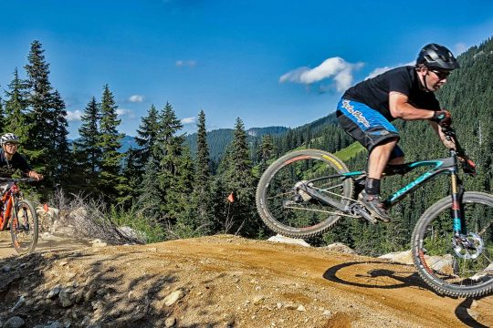 Bikers on the Mountain Bike Leavenworth – Advanced tour