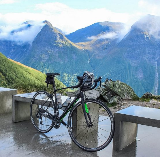 Bike by mountains on Norway Classic tour